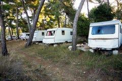 Vecchio caravan turistic abbandonato immagine stock