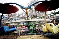 Vecchio carosello nel parco di dendro, Kropyvnytskyi, Ucraina immagine stock