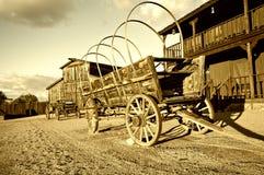 Vecchio carrello ad ovest selvaggio del vagone del cowboy Immagine Stock