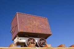 Vecchio carrello del minerale metallifero Fotografie Stock