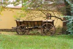 Vecchio carrello di legno Immagini Stock