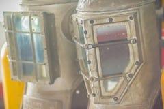 Vecchio casco d'annata di immersione subacquea in ottone ed acciaio per immersione subacquea del mare profondo Fotografia Stock