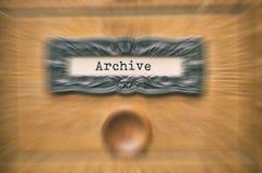 Vecchio cassetto di catalogo di legno dei file di archiviazione, file di archiviazione fotografia stock