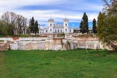 Vecchio castello gotico Sharovka nella regione di Hark?v, Ucraina La fortificazione di Sharovka ? destinazione turistica famosa,  fotografie stock