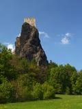 Vecchio castello sull'alta scogliera Fotografia Stock Libera da Diritti