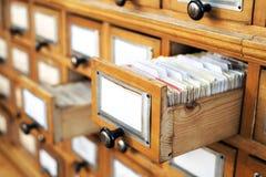 Vecchio catalogo delle biblioteche immagine stock