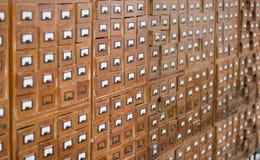 Vecchio catalogo di scheda di legno fotografie stock libere da diritti