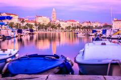 Vecchio centro urbano nella spaccatura, Croazia Fotografia Stock Libera da Diritti