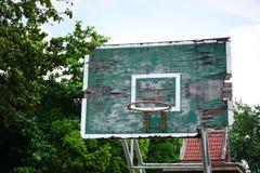 Vecchio cerchio di pallacanestro di legno Fotografia Stock