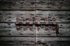 Vecchio chiavistello senza molla di scatto d'annata Utile per la chiusura del concetto a chiave fotografia stock