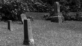 Vecchio cimitero in bianco e nero immagine stock libera da diritti