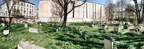 Vecchio cimitero a Cracovia, Polonia Sguardo artistico nei colori vivi d'annata Fotografia Stock Libera da Diritti