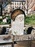 Vecchio cimitero a Cracovia, Polonia Sguardo artistico nei colori vivi d'annata Fotografia Stock