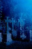 Vecchio cimitero nebbioso alla notte Immagine Stock Libera da Diritti