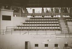 Vecchio Colosseo verde, campo da tennis immagini stock libere da diritti