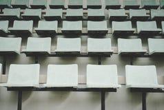 Vecchio Colosseo verde, vecchia seduta, campo da tennis fotografie stock