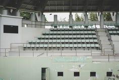 Vecchio Colosseo verde, vecchia seduta, campo da tennis immagine stock