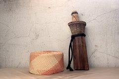 Vecchio coltello in guaina di legno Fotografia Stock