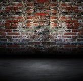 Vecchio con il muro di mattoni Immagine Stock