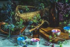 Vecchio concetto esoterico o alchemico della farmacia, con il eryngo blu fotografie stock libere da diritti