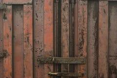Vecchio contenitore arrugginito del mare Fondo di lerciume Fotografia Stock