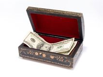 Vecchio contenitore di monili con soldi all'interno Fotografia Stock Libera da Diritti