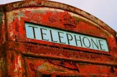 Vecchio contenitore di telefono britannico con la vernice della sbucciatura fotografia stock libera da diritti