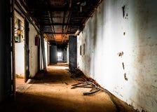 Vecchio corridoio abbandonato del posto di lavoro Fotografia Stock Libera da Diritti