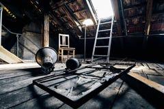 Vecchio corridoio perso della costruzione della fabbrica del abandonend Fotografia Stock