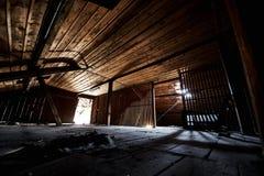 Vecchio corridoio perso della costruzione della fabbrica del abandonend Immagine Stock