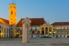 Vecchio cortile dell'università a Coimbra immagini stock