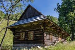 Vecchio cottage di legno Fotografia Stock