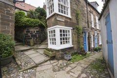 Vecchio cottage inglese del paese in villaggio Fotografia Stock Libera da Diritti