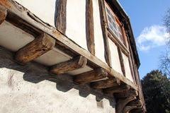 Vecchio cottage irradiato esposto Fotografie Stock Libere da Diritti
