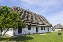 Vecchio cottage nel museo Tokarnia vicino a Kielce, Polonia Fotografia Stock
