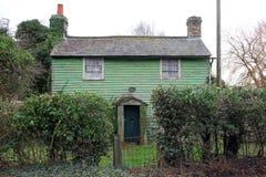 Vecchio cottage sinistro del paese Fotografia Stock