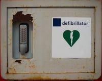 Vecchio defibrillator arrugginito fotografia stock libera da diritti