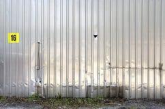 Vecchio dettaglio di alluminio del garage Fotografie Stock