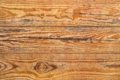 Vecchio dettaglio a fiocchi verniciato annodato incrinato marcio stagionato di struttura di lerciume delle plance di Pinewood immagine stock libera da diritti