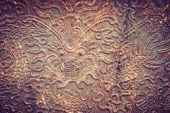 Vecchio di piastra metallica con la testa del drago Fotografia Stock