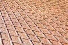 Vecchio di piastra metallica ondulato ed arrugginito antiscorrimento Fotografia Stock