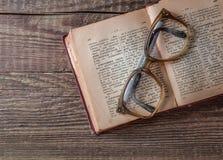 Vecchio dizionario Russo-tedesco d'annata 1948 anni di rilascio Fotografia Stock Libera da Diritti
