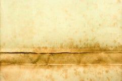 Vecchio documento giallo con macchia sulla parte inferiore fotografie stock