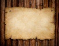 Vecchio documento violento sulla parete di legno del grunge Fotografia Stock