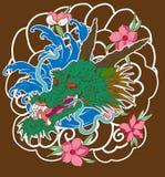 Vecchio drago con stile giapponese del tatuaggio della carpa a specchi Fotografie Stock
