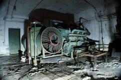 Vecchio e generatore diesel arrugginito Fotografia Stock Libera da Diritti