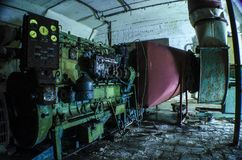 Vecchio e generatore diesel arrugginito Immagini Stock Libere da Diritti