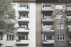 Vecchio e nuovo, alloggio sociale Fotografia Stock Libera da Diritti