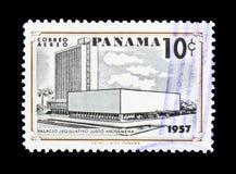 Vecchio e nuovo delle costruzioni serie della legislatura, circa 1957 Immagine Stock