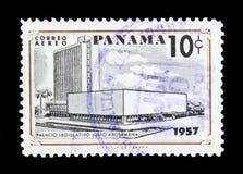 Vecchio e nuovo delle costruzioni serie della legislatura, circa 1957 Fotografie Stock Libere da Diritti